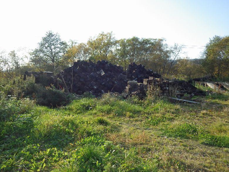 Остатки шпал в селе Пугачево