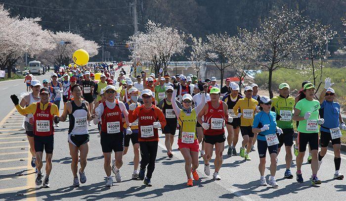 Участники 13-го Хапчонского марафона «Цветущая вишня»
