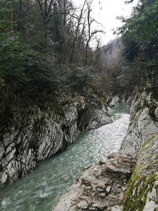 Удивительный вид на каньон «Чертовы ворота»