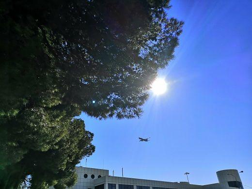 Самолёты, на расстоянии, казалось, вытянутой руки